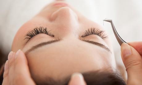 Extensión de pestañas pelo a pelo con opción a diseño de cejas desde 19,99 € en Lashes by Génesis