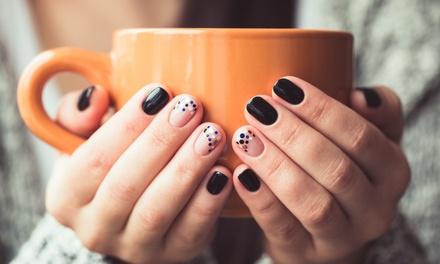 2 sesiones de manicura y/o pedicura desde 12,95 € en M & A Estética y Belleza Unisex