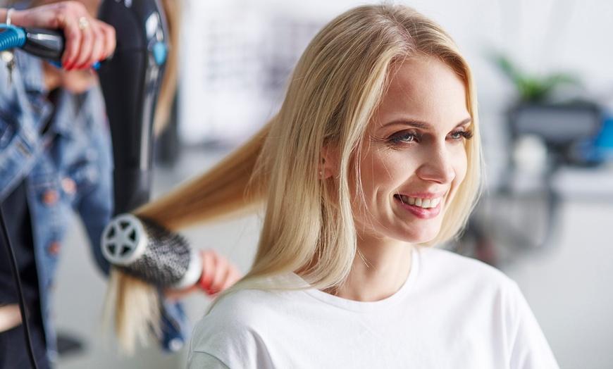 Women S Haircut And Style Urban Oasis Salon Groupon