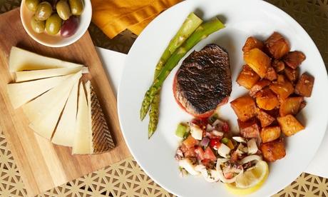Menú para 2 o 4 con raciones, bebida y cocktail o postre desde 16,95 € en Emòi Cocktail Bar