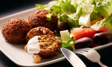 Menú para 2 o 4 personas con hummus, falafel, shakshuka, ensalada, bebida y postre desde 19,99 € en La Casa Del Hummus