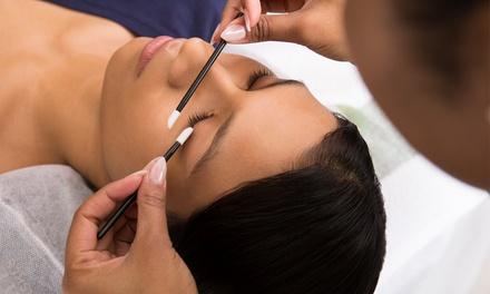 Wimpernverlängerung mit der 1:1 Technik mit bis zu 100 Seidenwimpern pro Auge bei Nogi Beauty House (bis zu 74% sparen*)