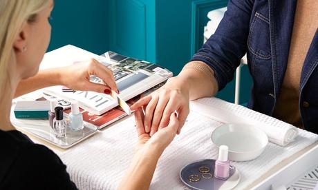 Fino a 5 manicure con applicazione di smalto classico o semipermanente al salone Irina Panis (sconto fino a 53%)
