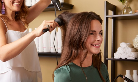2 o 4 sesiones con lavado, hidratación, peinado y un corte de pelo en M And A Moles (hasta 66% de descuento)