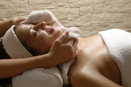 Limpieza facial con masaje y opción a fotorejuvenecimiento con IPL desde 19,95 € en La Crema by Rosana Casasola