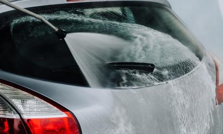 Lavado de coche con opción a tapicería y pulido de faros en Autolavado Ecológico Loguz (hasta 73% de descuento)