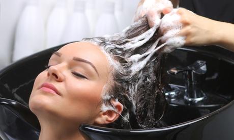 Pacchetto con shampoo, taglio, piega, maschera, colore al Salone Sonia (sconto fino a 47%)