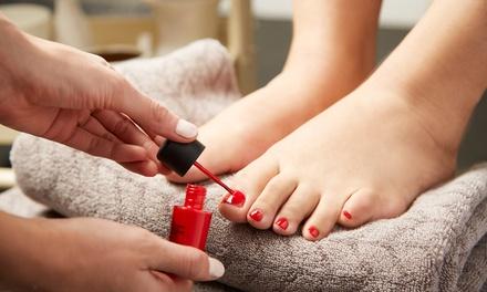 2 sesiones de manicura y/o pedicura en Calysta Salón de Belleza (hasta 78% de descuento)