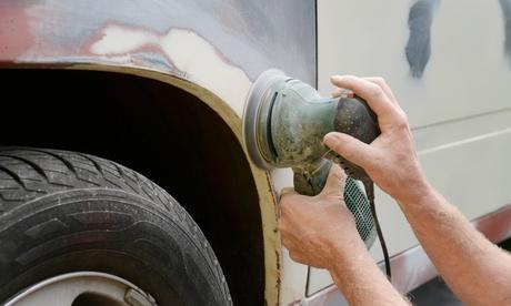 Servicio de reparación de chapa y pintura con opción de descuento en pintura completa de coche en Talleres Guti