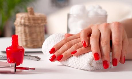 3 o 5 manicure con applicazione di smalto semipermanente da Sara Fashion Style (sconto fino a 72%)
