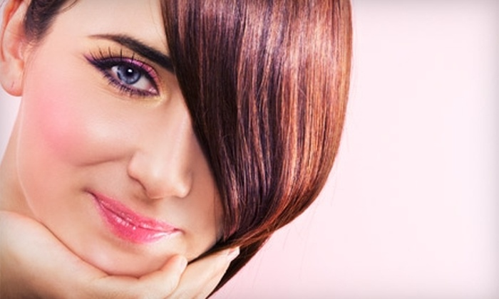 Salon Avanti - Lakeview: $15 for $40 worth of Haircuts, Color, or Styling Services at Salon Avanti