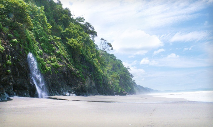 Castillo de Pavones - Pavones: Four-Night Stay for 4 or 10 in a Suite or Villa at Castillo de Pavones in Costa Rica