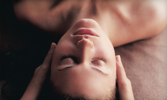 Blueberry Moon - Lincoln Park: $125 for a Botanical Body Glow and Detox at Blueberry Moon ($250 Value)