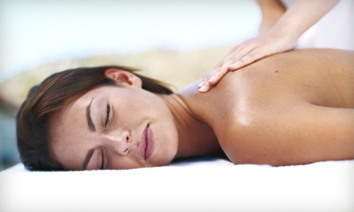 Broadway Chiropractic and Wellness - Multiple Locations: $35 for Massage, Wellness Consultation, and Digital Posture Analysis at Broadway Chiropractic and Wellness ($270 Value)
