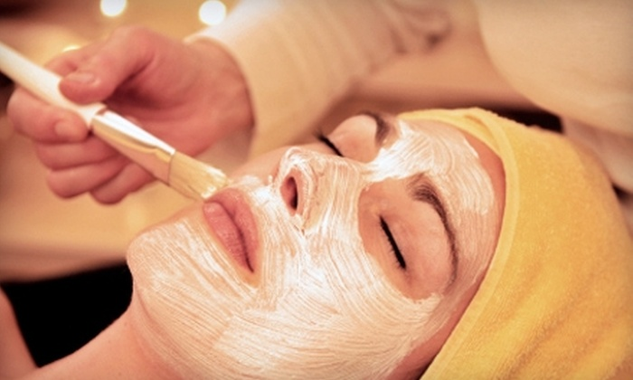 Headmasters Spa - Near North Side: $60 for a 60-Minute Microdermabrasion and Signature Facial Treatment ($120 Value) or $45 for a Spa Manicure and a Spa Pedicure ($95 Value) at Headmasters Spa