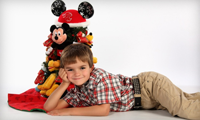 Kaiser Custom Images - Twelve Oaks: $49 for a Holiday Photo-Shoot Package at Kaiser Custom Images in Chesapeake ($125 Value)