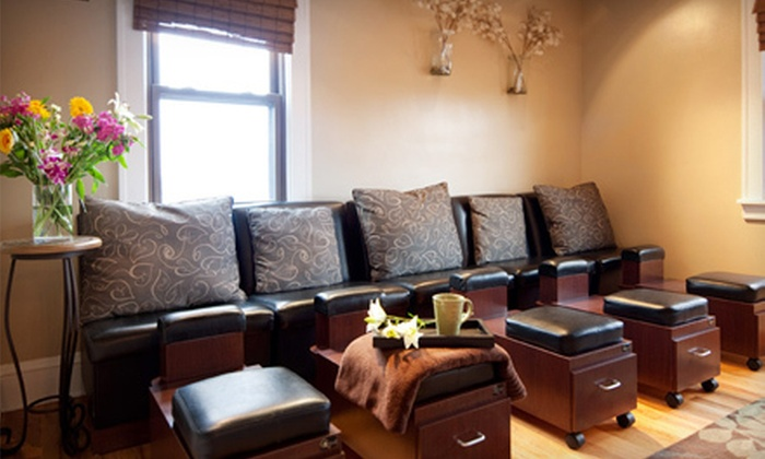 Quintana's Barber & Dream Spa - Cleveland Heights: Oil Massage, Deep-Cleansing Facial, or Mani-Pedi at Quintana's Barber & Dream Spa in Cleveland Heights (Up to 51% Off)