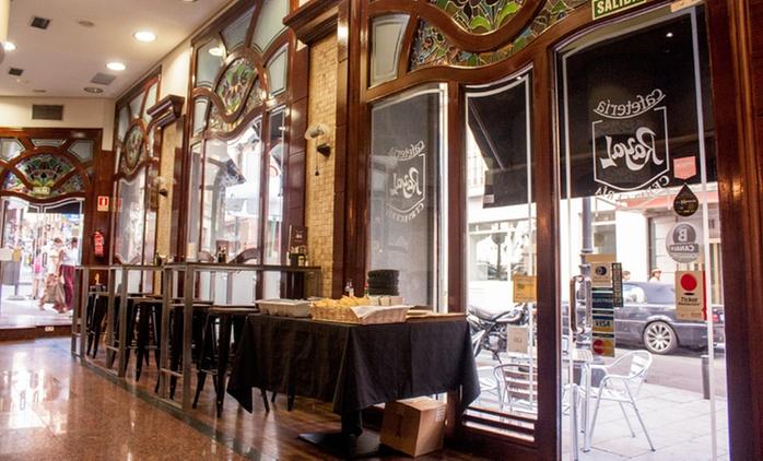 Menú con entrante, principal, postre y botella de vino para 2 o 4 desde 29,95 € en Restaurante Rayal
