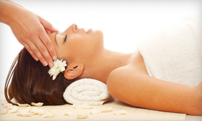 Massage World Spa - Florida City: $39 for Massage and Jacuzzi Session or Mini Facial at Massage World Spa in Florida City (Up to $104.95 Value)