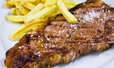 Menú para 2 o 4 con aperitivo, entrante, principal, postre y botella de vino desde 29,95 € en Mesón El Cordero