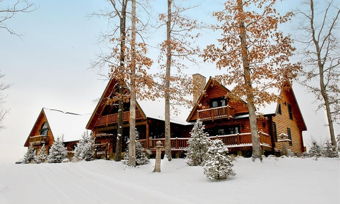 Pine Lakes Lodge - Wills: One-Night Stay for Two at Pine Lakes Lodge in Ohio
