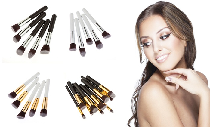 $15 for a 10-Piece Kabuki-Style Makeup Brush Set in Choice of Colour