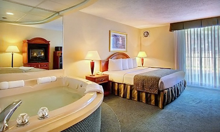 Quality Inn - Southfield: $99 for One-Night Jacuzzi-Suite Stay with Meal and Romance Package at Quality Inn in Southfield