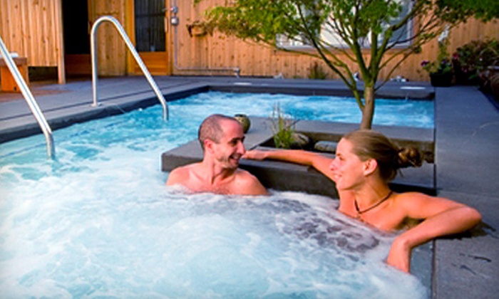 Common Ground Wellness Center - Concordia: $15 for One-Hour Soak and Sauna Session for Two at Common Ground Wellness Center (Up to $30.50 Value)