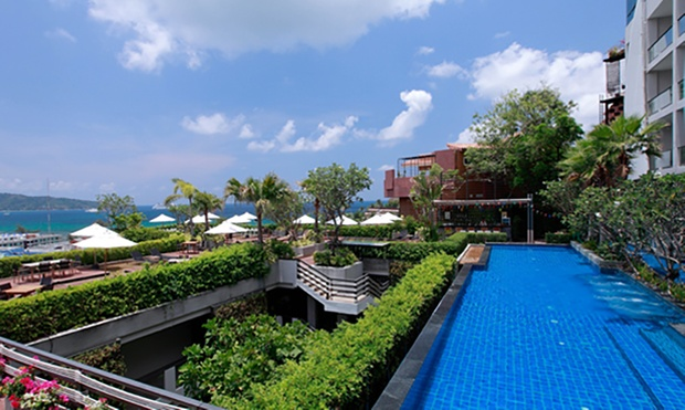 Phuket: 4* Beach Resort + Flights 4