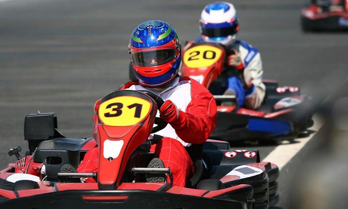 Top 20 Karting - Córdoba: Dos tandas de karts y refresco para una, dos o cuatro personas desde 12,95 € o Gran Premio hasta para ocho por 99,95 €