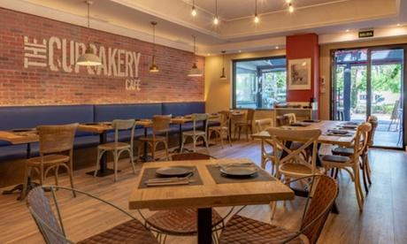 Menú para 2 o 4 con entrante, principal, postre y bebida en The Cupcakery Café (hasta 59% de descuento)