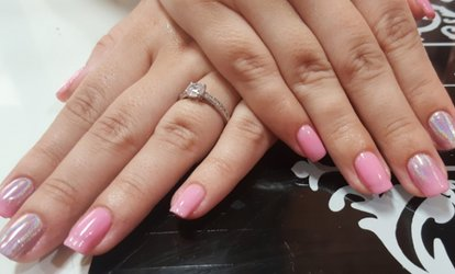 1 o 2 sesiones de manicura y/o pedicura con esmalte a elegir desde 12,95 € en Chic Atelier Nails And Beauty
