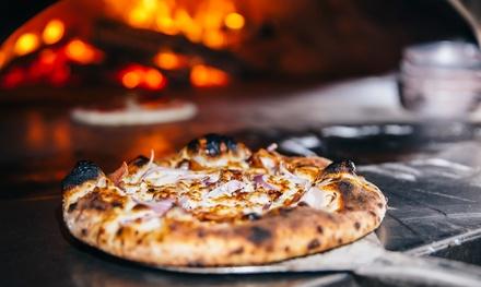 Menu con pizza, dolce e birra, centro città