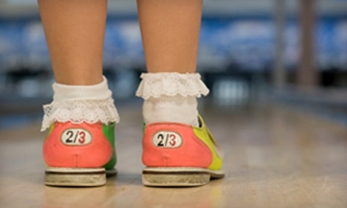 Roseland Lanes - Oakwood: $25 for Two Hours of Bowling for Up to Six People on One Lane, Shoe Rental, and a Pitcher of Pop at Roseland Lanes (Up to $70 Value)