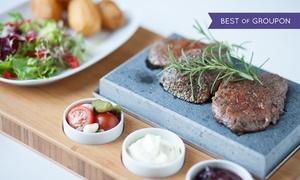 U Myśliwych: Stek z jelenia lub z sarny z ziemniakami i sałatką dla 2 osób za 79,99 zł i więcej opcji w restauracji U Myśliwych
