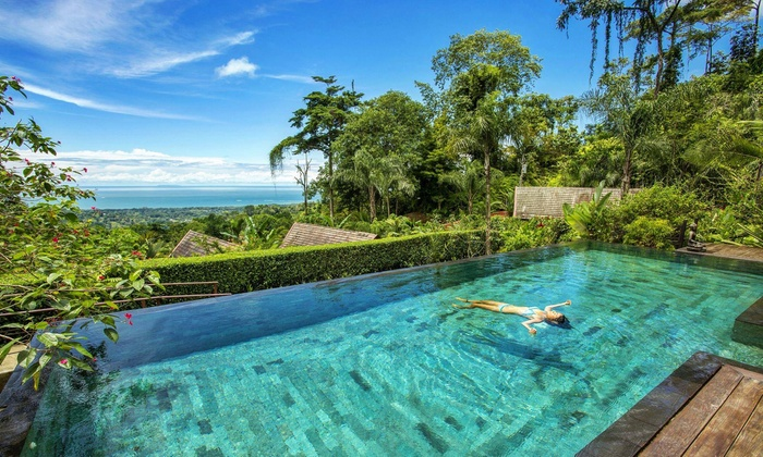 4.5-Star Costa Rica Resort near Pacific Ocean