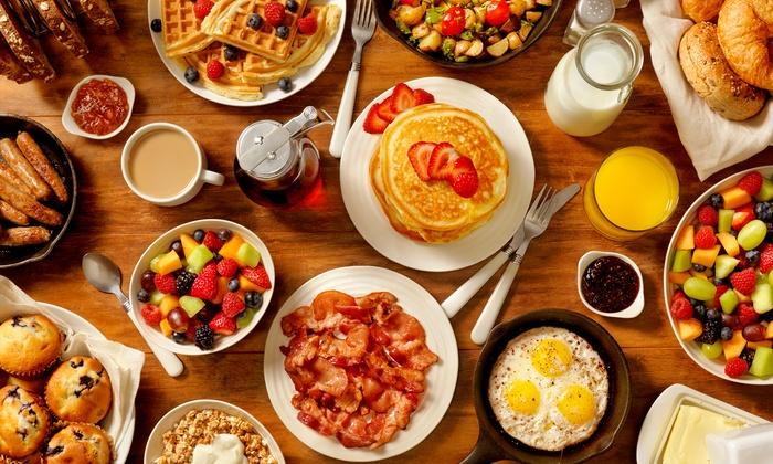 Via Nova 2 - Berlin: Frühstück nach Wahl und Pancakes nach Wahl inkl. 1 Glas Orangensaft für 2 od. 4 bei Via Nova 2 (bis zu 38% sparen*)
