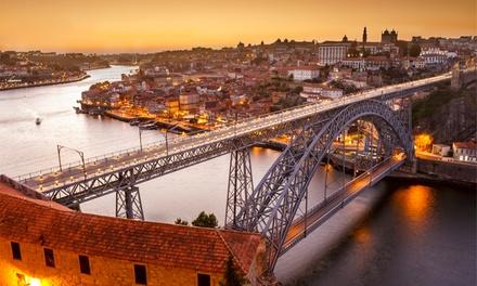 Oporto: estancia para 2 con desayuno, bebida, late check-out y crucero o visita en Turista Da trindade Suites Rooms