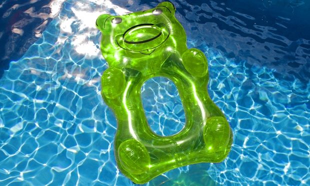 Large novelty pool loungers groupon goods for Swimmingpool gummi