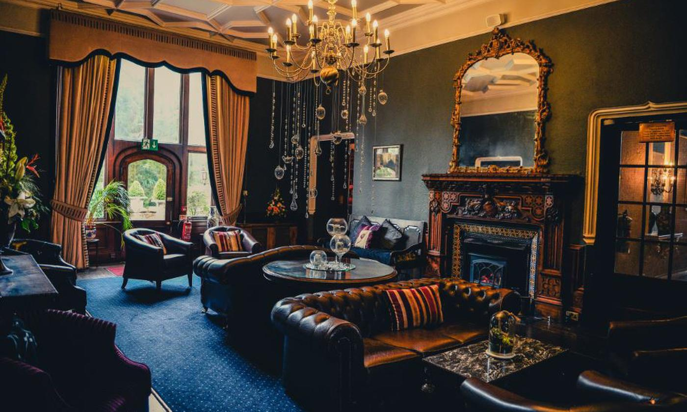 Denbighshire: Standard/Deluxe Room for 2 with Bubbly and Optional Tea, Dinner and Spa at 4* Ruthin Castle Hotel and Spa