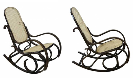 Mecedora retro de madera con asiento y respaldo de bambú