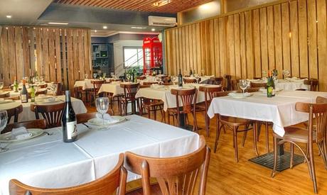 Menú de parrillada o pescado para 2 o 4 con entrante, postre y bebida en La Percha (hasta 64% de descuento)