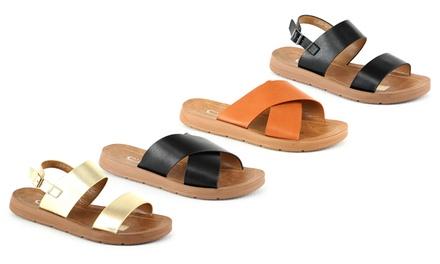 Sandali con cinturini larghi