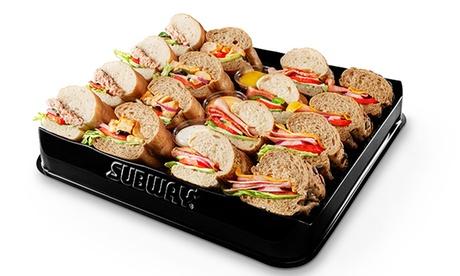 1 o 2 bandejas de 16 bocadillos de 7,5cm cada una y 1 o 2 bandejas de 12 galletas cada una para llevar en Subway