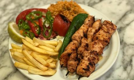 Menú turco para 2 o 4 personas con entrante, principal, bebida y postre o café desde 19,95 € en Sultan Palast