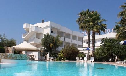 Puglia 4*: 7 notti in camera standard con colazione, cena e piscina Hotel Magnolia Vieste