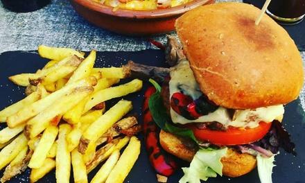 Menú de hamburguesas o llonguets con bebida, entrante y postre para 2 o 4 personas desde 22,95 € en Es Trasto