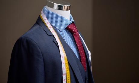 Traje de pantalón y chaqueta a medida por 299 € y con camisa 369 € en Argüelles