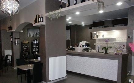 Degustazione di vini con taglieri misti e tartare per 2 o 4 persone all'Enoteca Le Bollicine (sconto fino a 58%)