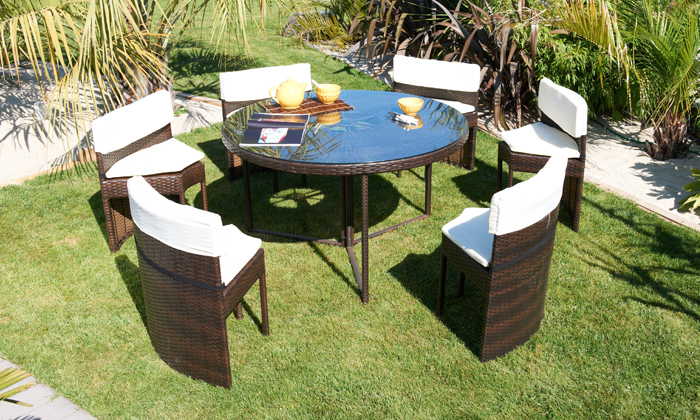 Salons de jardin r sine tress e groupon shopping for Table ronde 6 places